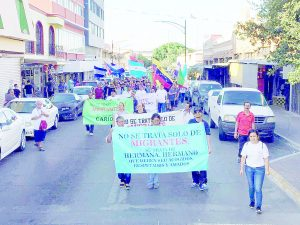 Marchan por   fe y esperanza los migrantes