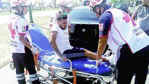 Heridos en choque taxista y pasajero