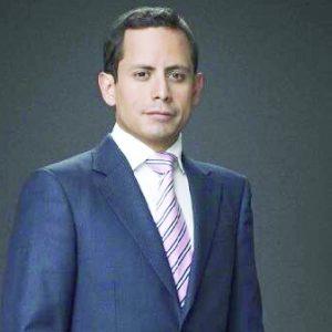 Traerán los AA al analista   financiero Rodrigo Pacheco