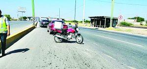 Choca moto contra auto