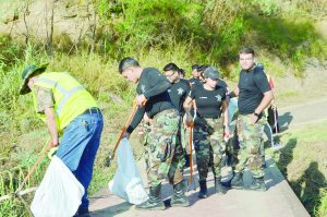 Realizan mega limpieza del arroyo Chacón