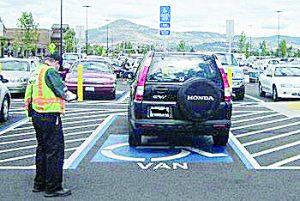 Multa a quien use lugar para  discapacitados