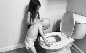 El consuelo de una niña a su hermano de cuatro años con cáncer se hace viral