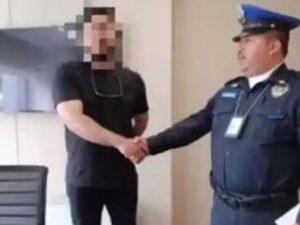 Policía devuelve mochila con mil 600 dólares