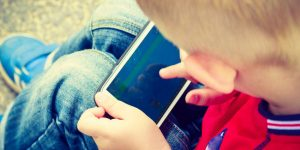 Niño se ahorca porque su mamá le quitó el celular