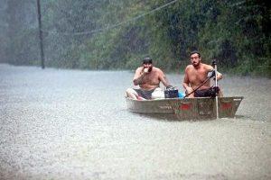 Deja 'Imelda' inundaciones en Texas