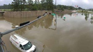 Inundaciones vuelven a tomarse calles en Houston