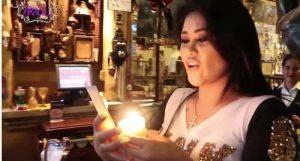 VIDEO: Gomita desesperada por tener novio es captada haciendo brujería
