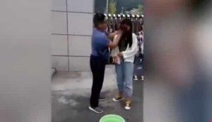 VIDEO: Maestro desmaquilla a estudiantes antes de entrar a clases
