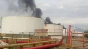 VIDEO: Explota tanque de combustible en refinería de Oaxaca