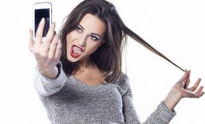 ¿Muchas selfies en redes sociales? Tus amigos te ven como un perdedor: estudio