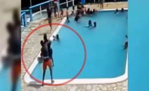 "(VIDEO) Avienta a la piscina a su ""crush"" y muere ahogada"