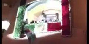 VIDEO: Alcalde tira la bandera durante ceremonia del Grito