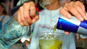 Mueren mujeres por mezclar bebidas energéticas y alcohol