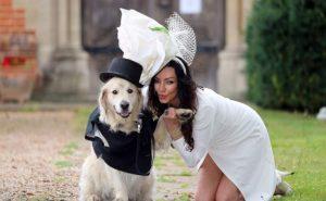Mujer cansada de los hombre se ¡casa con su perro!