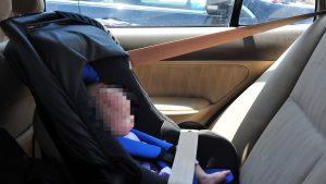 Muere niño de 2 años tras ser encerrado dentro de auto
