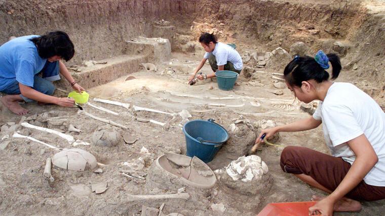 Encuentran 'iPhone' con más de dos mil años de antigüedad — VÍDEO