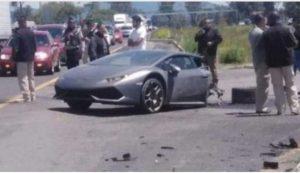 Lamborghini se parte a la mitad en accidente en autopista Toluca-Palmillas