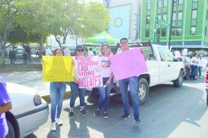 Protestan jóvenes contra el aborto