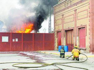 Sin luz ni agua por explosión en CFE