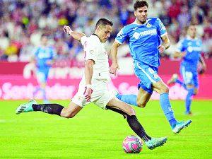 Sella 'Chicharito' victoria del Sevilla
