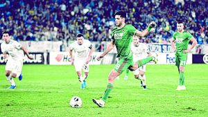 Con tanto de penal, Raúl Jiménez brinda triunfo al Wolverhampton dentro de la Europa League