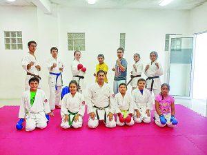 Van karatecas a torneo internacional