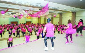 Bailan contra el cáncer de mama