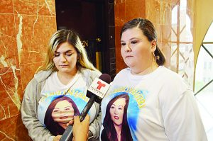 Apoyan familias a sobreviviente de asesino serial