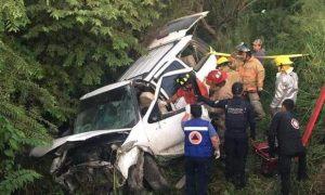 Vuelca camioneta con 7 jóvenes a bordo en carretera Mante-Victoria; hay dos muertos