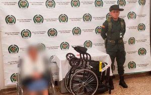 Detienen a abuelita en aeropuerto; ocultaba droga en su silla de ruedas
