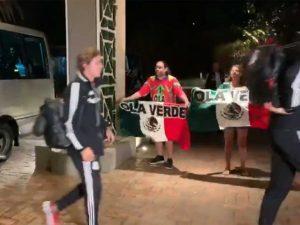 Se viraliza desprecio de futbolistas mexicanos despreciando a 2 fans