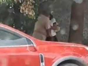 Exhiben a hombre mayor besando y manoseando a niña en Oaxaca