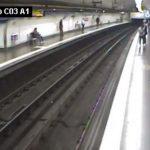 Mujer cae a las vías del Metro por mirar su celular