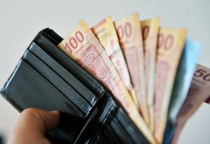 Jóvenes mexicanos de entre 18 y 25 años creen que administran bien sus finanzas, según estudio