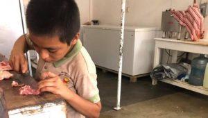 Conmueve niño tabasqueño al pedir trabajo en una carnicería