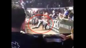VIDEO: La Parka cae de cabeza en función; lo trasladan inconsciente al hospital