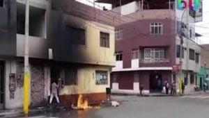 VIDEO: Corren a sus abuelos de su propia casa; los reciben con bombas