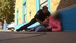 VIDEO: Policía agrede a niña de 11 años por tomar más leche de lo permitido