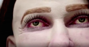 """VIDEO: """"Emma"""", la muñeca de tamaño real que muestra cómo podría modificarse el cuerpo de los oficinistas"""