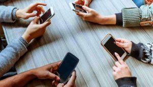 La generación Z: adictos al celular y con fobia a las llamadas