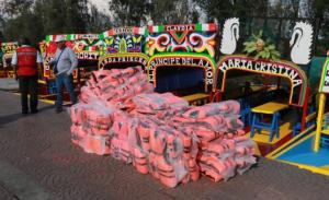 Xochimilco empieza a entregar chalecos salvavidas en embarcaderos