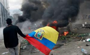 """Decreta presidente de Ecuador toque de queda y """"militarización"""" en Quito"""