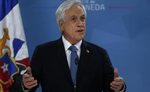 Presidente de Chile pide la renuncia a todos sus ministros tras ola de movilizaciones