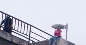 Mujer intenta arrojarse de puente en Río Bravo