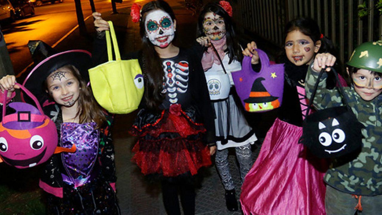 Ciudad multará a niños mayores de 14 años que pidan dulces en Halloween