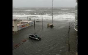 Mar inunda calles de Veracruz por 'norte'