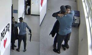 Maestro desarma a un estudiante que iba a hacer una masacre y lo abraza