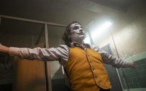 Hombre desata pánico durante función de 'Joker' en París