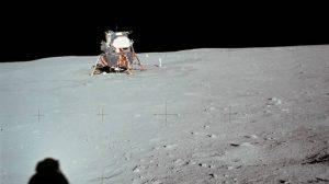 China logra que broten hojas de semillas de algodón en la Luna